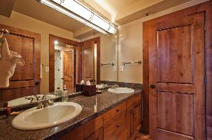 Park City Condo Rental - Main Floor Full Bathroom
