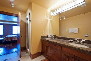 Park City Condo Rental - Upper Level Shared Bathroom