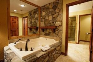 Westgate Vacation Condo - Jetted Tub